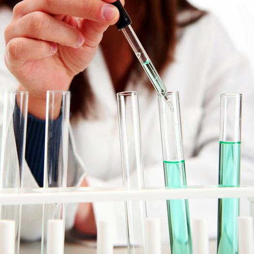 Science journalism course student working in a laboratory
